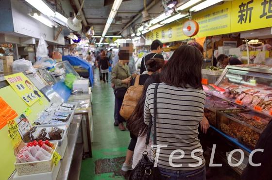 公設市場の鮮魚通路