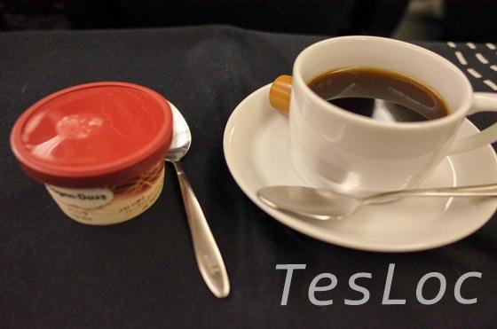 JALビジネス台北行き食後の珈琲とアイス