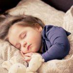 飛行機で眠れないのはシートや枕が原因ではない? ― 機内で上手にリラックスしよう!
