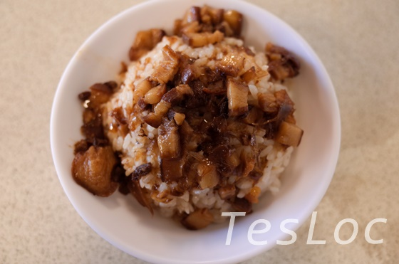 北門付近の食堂で食べた魯肉飯
