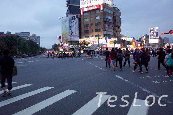 劍潭駅前の様子