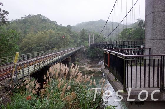十分の吊り橋と列車の橋