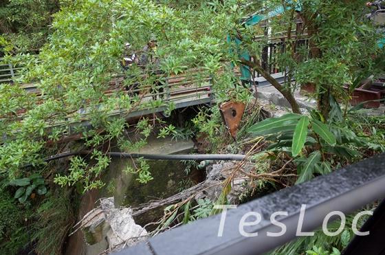 十分吊り橋脇での工事