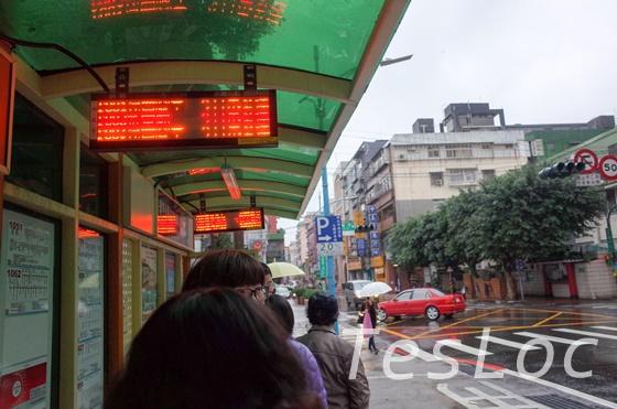 瑞芳駅付近九份行きのバス停