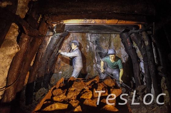 金瓜石本山五坑内の掘削の様子