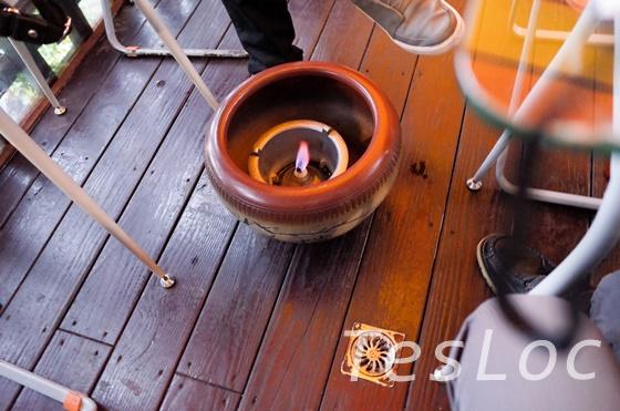 阿妹茶樓の火のついた茶瓶置き