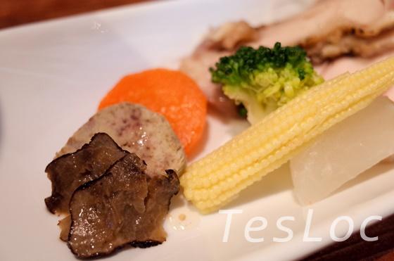 麺や一途kizunaのフォアグラトリュフらーめん章トッピングのトリュフとフォアグラ