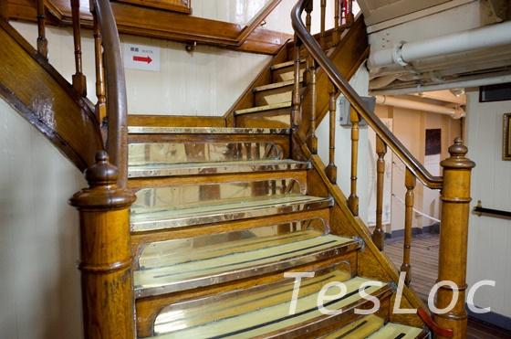 帆船日本丸の装飾された階段