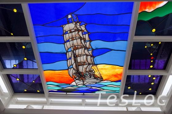 帆船日本丸のステンドグラス