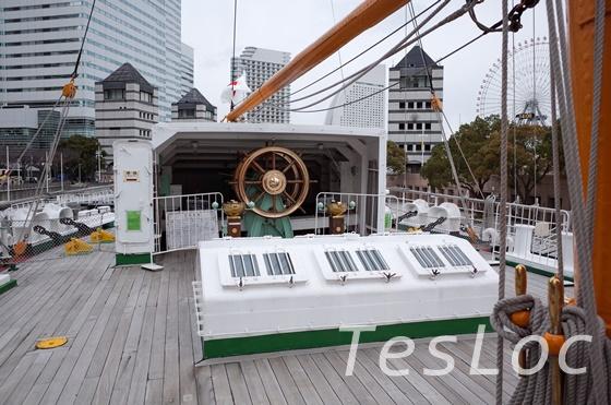 帆船日本丸の後方操舵輪