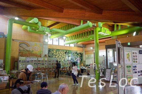 東高根森林公園パークセンターの近未来的省エネ暖房設備