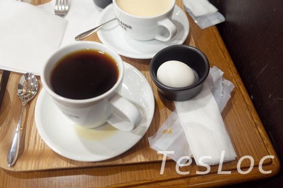 成田空港第2ターミナルエクセルシオールのコーヒーとゆで卵