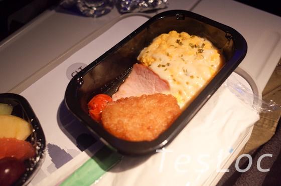 アメリカン航空機内食のオムレツ