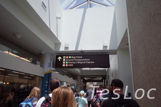 オーランド空港の案内板