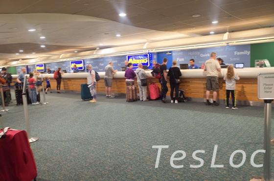 オーランド空港のAlamoカウンター