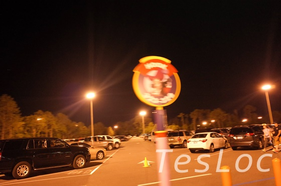 WDW駐車場送迎トラムの停車位置目印