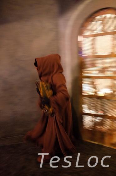 WDWハリウッドスタジオ「Star Wars Launch Bay」に登場した怪しげな人物