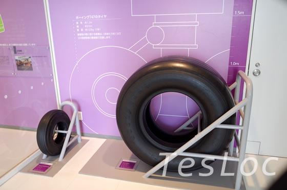 鹿児島空港展示室タイヤサイズ比較
