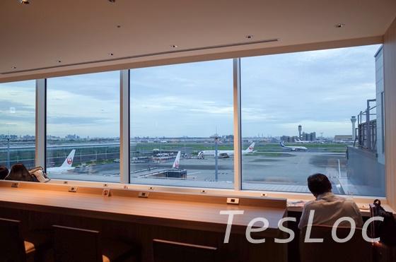 羽田空港国際線サクララウンジ5Fカウンター