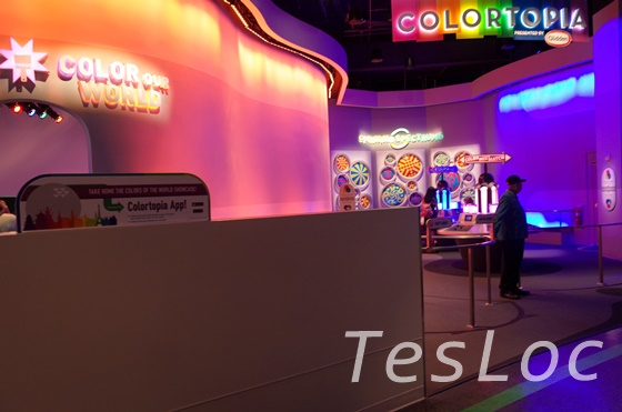 WDWエプコット「イノベーションズ」色についての展示