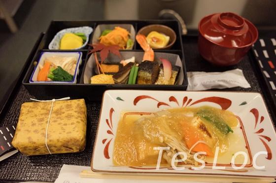 羽田ー台北松山間ビジネスクラスの和食全体