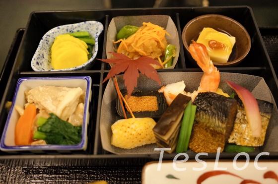 羽田ー台北松山間ビジネスクラスの和食前菜盛り合わせ