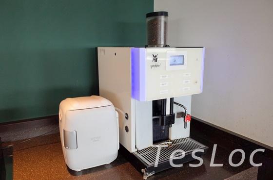 JAL国内線「サクララウンジ」のコーヒーマシン