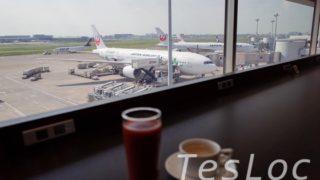 JAL国内線「サクララウンジ」窓辺でビール