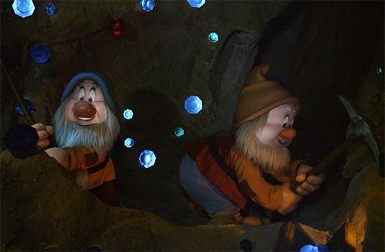 WDWマジックキングダム「七人のこびとのマイントレイン」小人の顔