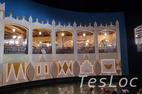 WDWマジックキングダム「イッツアスモールワールド」レストラン