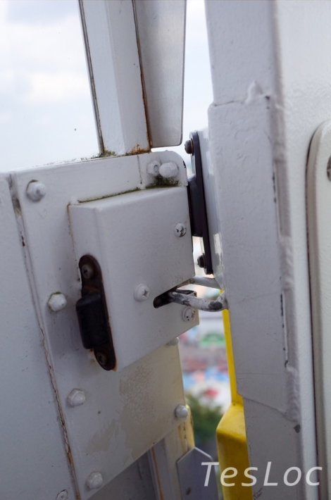 よみうりランド「大観覧車」ドアの隙間